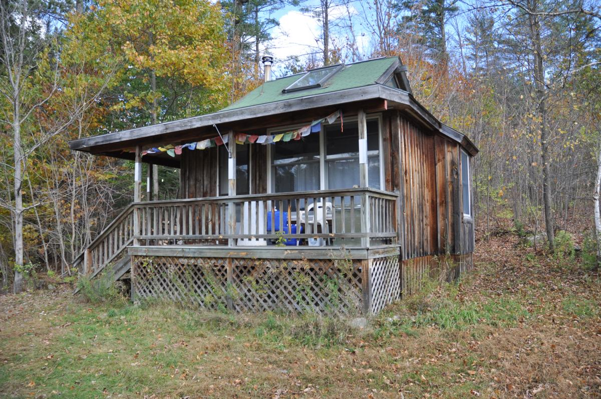 Click the image to see more pictures of Yeshe retreat cabin.